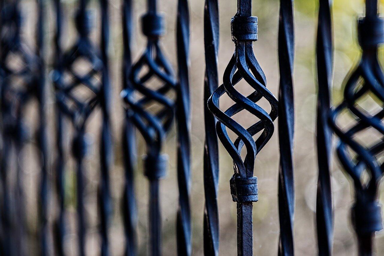 Panele ogrodzeniowe – zabezpieczenie domu i budynku firmy. Bramy ogrodzenia Warszawa