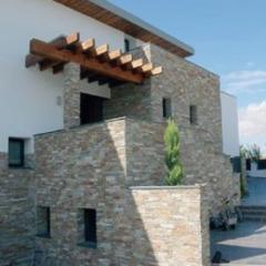 Kamień dekoracyjny zewnętrzny – ponadczasowa elewacja z kamienia