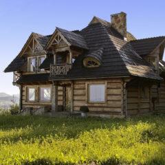 Czy drewniany dom można ocieplić styropianem?