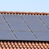 Dlaczego energia fotowoltaiczna przynosi tyle korzyści w gospodarstwie domowym?