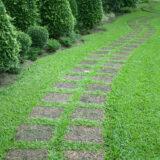 Alejki ogrodowe – jak je rozplanować